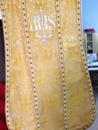 romana amarilla espalda
